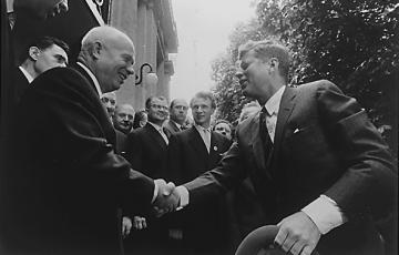 JFK_meeting_Khrushchev,_3_June_1961